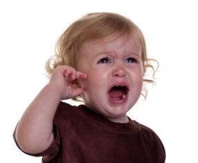 В плохом слухе детей может быть виновата привычка родителей курить дома