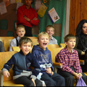Театр Радуга з концертною програмою в школі №6  (фото)