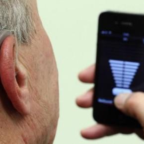 """Слухові апарати для людей з обмеженнями слуху, які з'єднуються з """"Айфонами"""""""