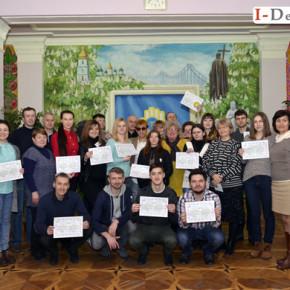 Іспит  для слухачів групи з вивчення міжнародної жестової мови.#фото