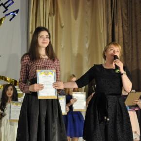 Школьница победила в конкурсе талантов, исполнив песню Тины Кароль на языке жестов #видео
